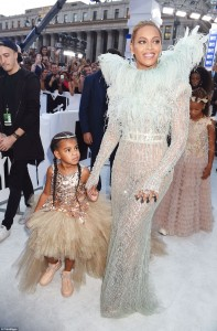 37AA15EB00000578-3762836-Satin_and_tulle_Beyonce_and_Jay_Z_s_only_child_looked_glamorous_-a-3_1472433974069